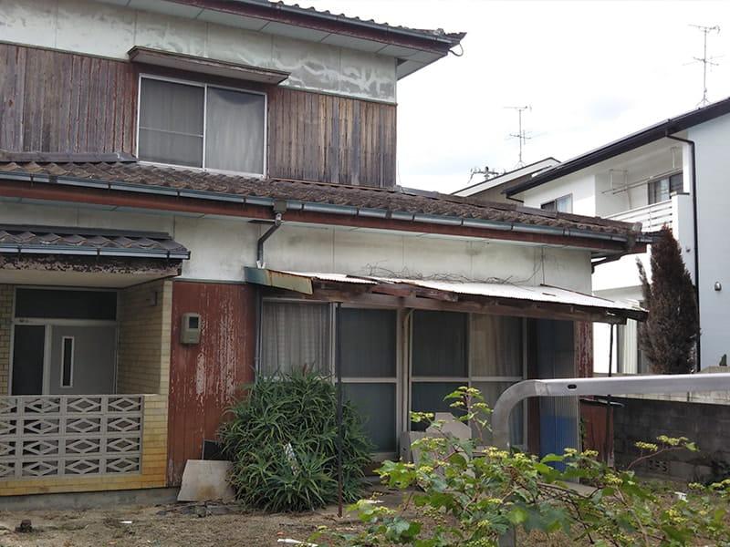 住宅街に残された空き家