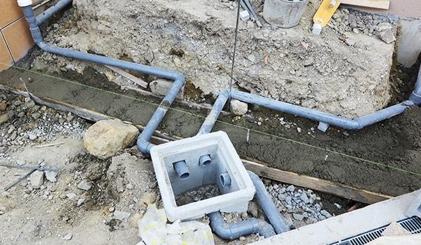 排水管の交換工事作業