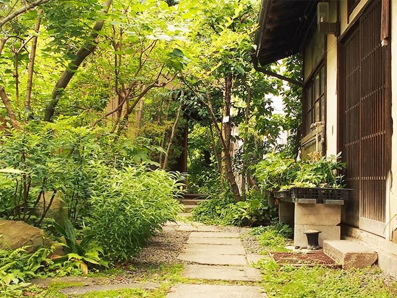 庭が整えられた歴史ある住宅