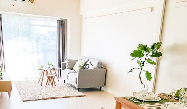 家具を配置したリビングルーム